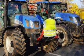 Iedereen in Frankrijk is boos, inclusief de boer