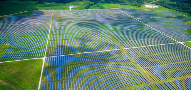 Chinezen bouwen grootste zonnepark van Nederland