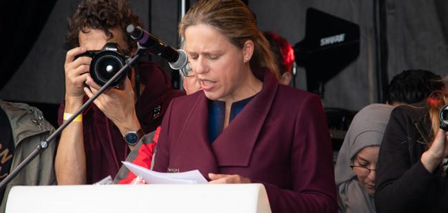 Minister bestookt met Kamervragen kort geding